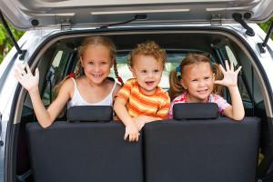 perhe-omalla-autolla-002