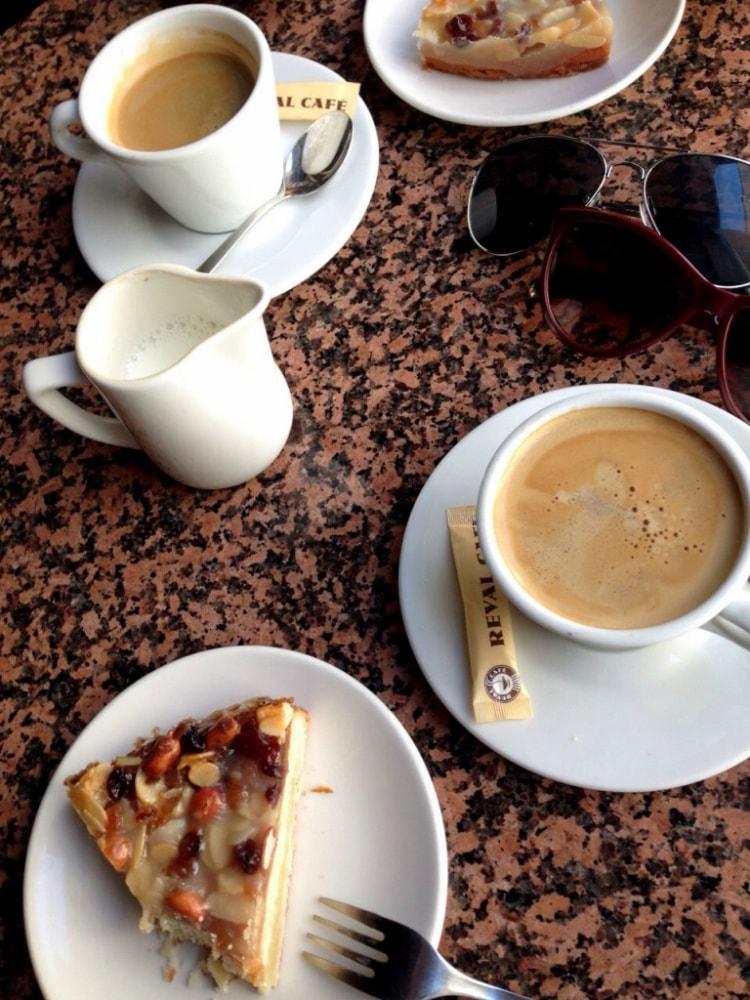 Lounas ja kahvittelu sujui vanhan kaupungin puolella, jossa on rutkasti valinnanvaraa paikoista.