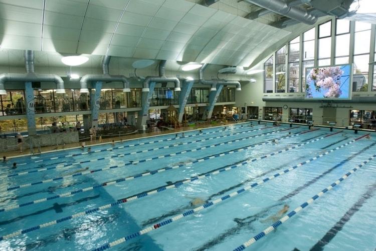 Illastamisen jälleen uima-allasosastolle uimaan matkaa 50metrin altaaseen ja saunaan rentoutumaan. Kalev Span allasosasto on siitä hyvä, että siellä pystyy uimaan kunnolla pitkässä altaassa mutta myös ottamaan rennommin porealtaassa.