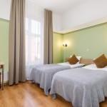 Koidulapark hotellin sviitin makuuhuone erillisillä vuoteilla