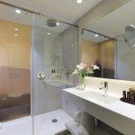 Delux huoneen kylpyhuone