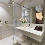 Basic huoneen kylpyhuone