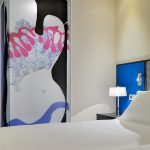Superiorhuoneen taulu ja sänky