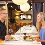 Tunnelmallinen illallinen Kreutzwald hotellin ravintolassa Nipernaadi
