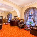Hestia Hotel Barons vastaanotto ja aula