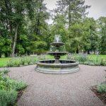 Vihulan kartanon puistoa ja suihkulähde