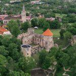 Ilmakuva Cesisin linnasta ja sen rakennuksista