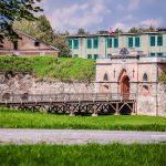 Daugavpilsin linnan rakennuksia, muuri ja vallihaudan silta