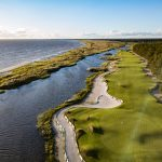 Golf kenttä ja meri