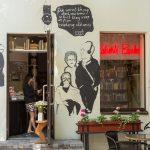 Kahvila-kirjasto Roberts Books Riiassa