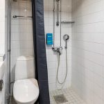 Sokos Hotel Kolin standard huoneen kylpyhuone suihkulla