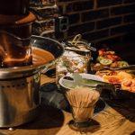 Sokos Hotel Bomban aamiaistarjonnasta löytyy mm. suklaalähde, hedelmiä ja vaahtokarkkeja