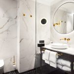 L'Embitu hotellin huoneen kylpyhuone