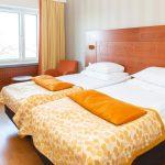 Savonlinnan Seurahuoneen standard huone erillisillä vuoteilla