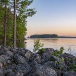 Ilta-aurinko Lammassaaren rannalla.
