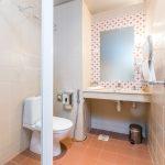 Laulasmaa Span huoneen kylpyhuone
