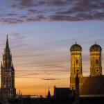 Yö laskeutuu Müncheniin