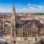 Ilmakuvaa Marienplatzilta ja sen rakennuksista.