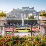 Mirabellin puutarhan portit Salzburgissa.