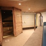 Hotellin tilaussaunan yhteydessä on pieni uima-allas