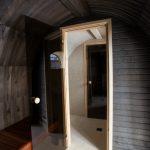Kota saunan sisäänkäynti on saunakeskuksen katolla