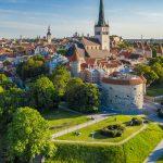 Tallinnan Vanhakaupunki Paksun Margareetan takana kesäpäivänä.