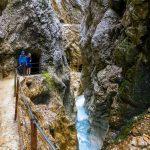 Höllentalin vuoristoputous vaellusreitillä Garmisch-Partenkirchenissa.