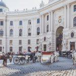 Hevosia ja vaunuja Espanjalaisessa ratsastuskoulussa