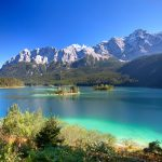 Eibsee järvi ja taustalla Zugspitze
