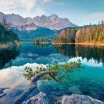 Upea Eibsee järvi taustallaan Zugspitze vuori.