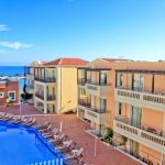 Porto Kalami hotellin uima-allasalue