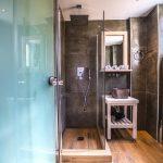 Superior luokan yksiön kylpyhuone Porto Kalamaki hotellissa