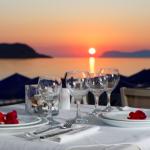 Illallispöytä auringonlaskussa