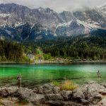 Eibsee ja sen takana kohoavat Alpit