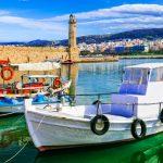 Rethymonin vanha majakka ja veneitä ankkuroituna rantaan