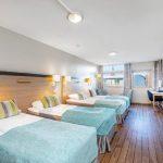 Anker hotellin perhehuone, neljä sänkyä