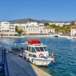 Aamunäkymä Agios Nikolaoksen venesatamaan