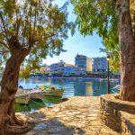 Kalastusveneet Voulismeni-järvellä Agios Nikolaosissa