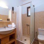 Hotellihuoneen kylpyhuone