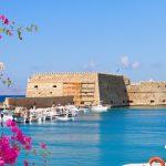 Heraklion satamasta näkymä turkoosin siniselle merelle