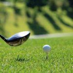 Valmistautumista lyömään golf-pallo seuravalle etapille.