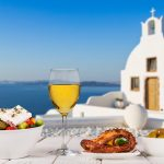 Kreikkalaista ruokaa upeassa merimaisemassa