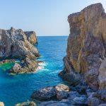 Kalliomuodostelmia merellä