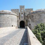 Vanhan kaupungin muurit ja portti.