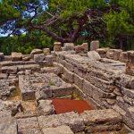 Muinaisen temppelin rauniot Filerimoksella.