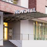 Sisäänkäynti ja hotellin nimi