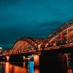 Kölnin iltashiluetti Reiniltä