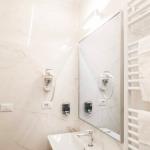 Kylpyhuoneen peili