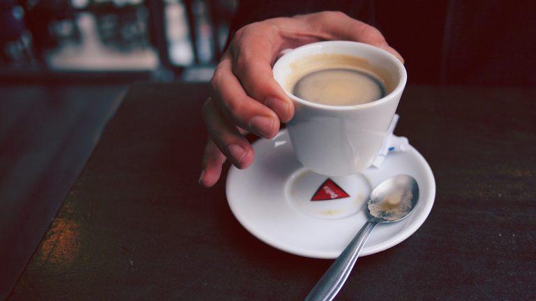 Cafe Leningradissa voi nauttia kahvista neuvostotyylisessä miljöössä.