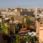 Näkymä kattoterassilta Rooman kattojen ylle